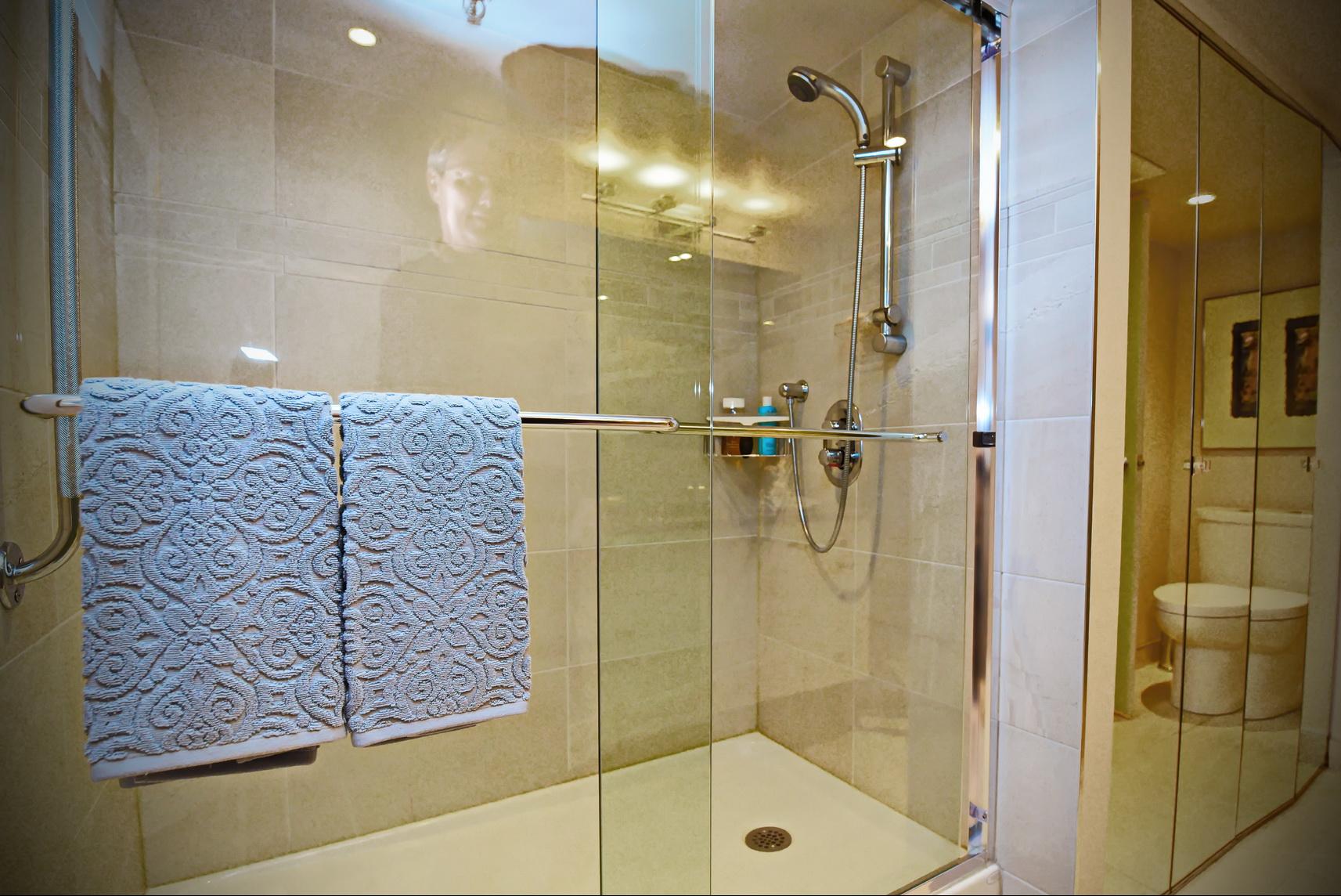 R novation d 39 une salle de bain laval 12 salle de for Salle de bain laval