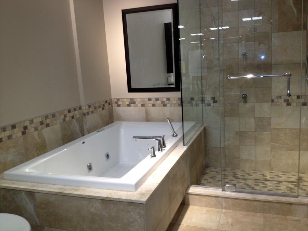 R novation d 39 une salle de bain laval 47 salle de bain for Taille d une salle de bain